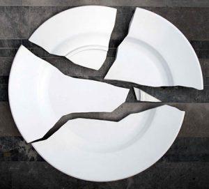 Objet porte bonheur - casser de la porcelaine attire la chance