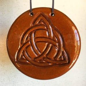 Triquetra celtique amulette en céramique