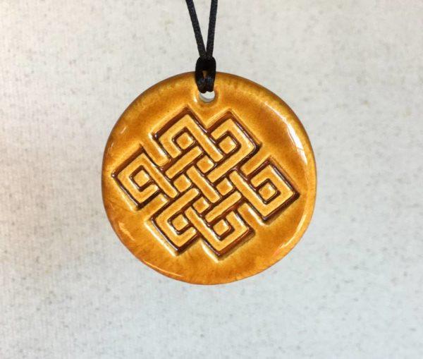Amulette nœud infini en céramique unisexe tradition bouddhisme tibétain
