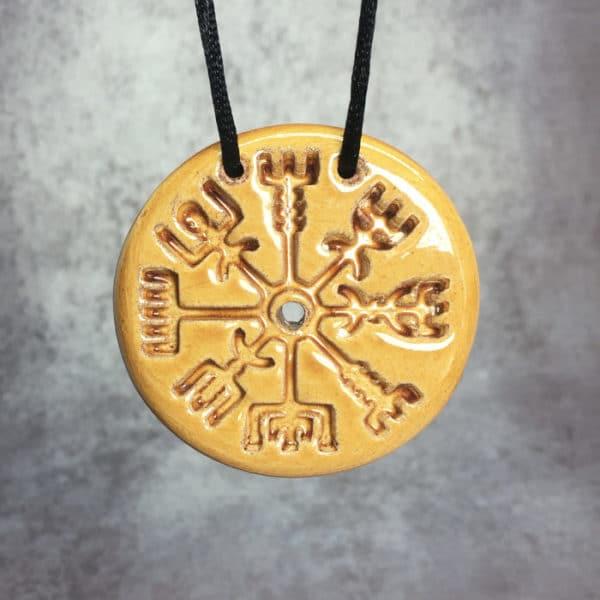 Pendentif viking vegvisir protecteur en céramique